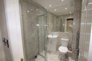 24-auchinarin-gardens-shower-room